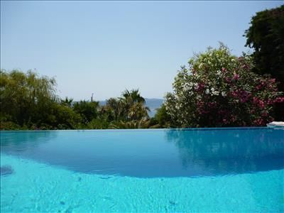Вилла на берегу моря в Греции