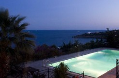 Villa in Sounio, Greece by the sea