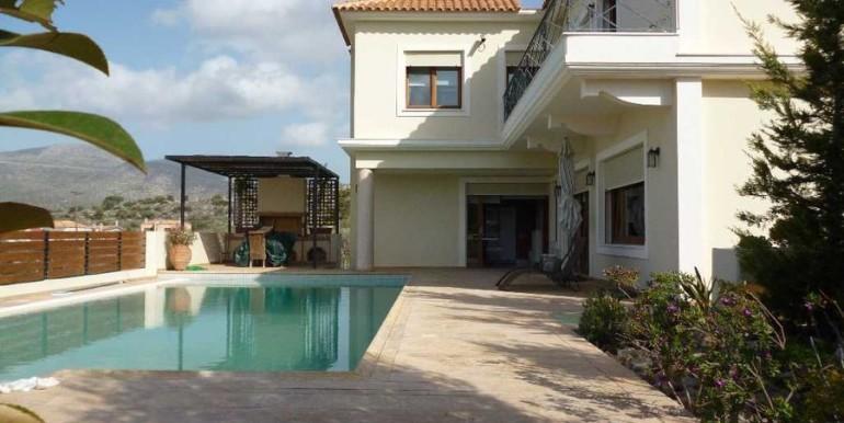 Дом в Афинах с бассейном ( Варкиза )