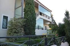 Дом в Афинах с 2 отдельными таунхаусами