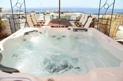 Athens apartment with open-air Jacuzzi