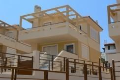 Σπίτι στα προάστια της Αθήνας, Σαρωνίδα, αγορά 1