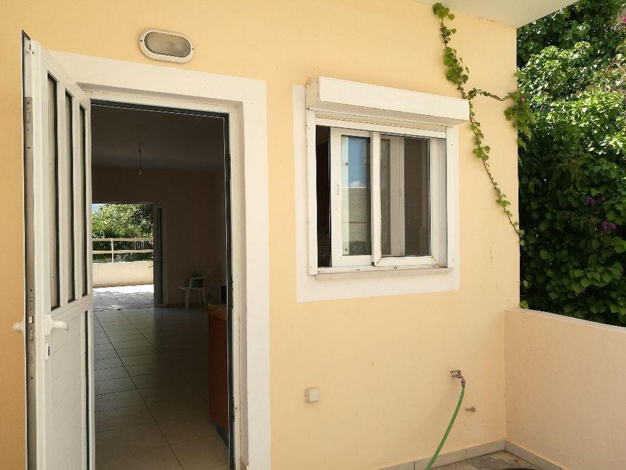 Property in Varkiz6