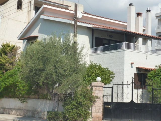 House by the sea in the center of Voula (190 sq.m)