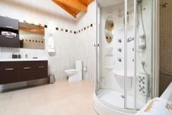 Luxury villa in Vari10