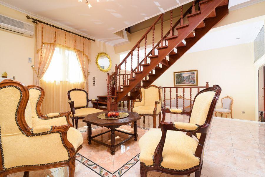 Luxury villa in Vari21