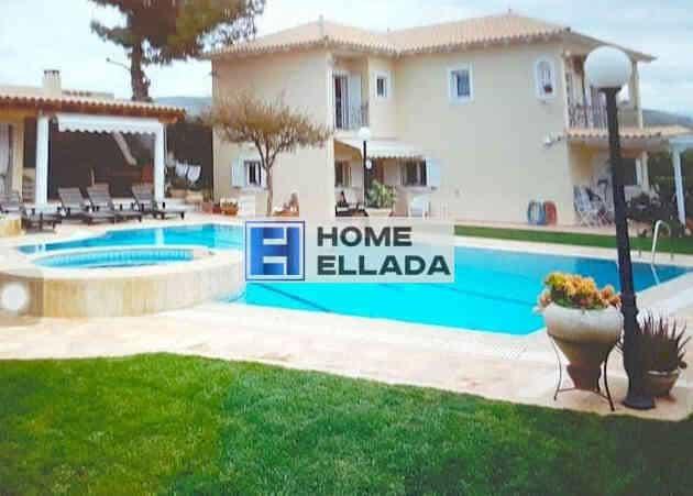 Ενοικιάστε μια βίλα στην Αττική Λαγονήσι (Αθήνα) με πισίνα 260 τ.μ