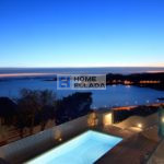 Villa with pool and sea view in the suburbs of Athens