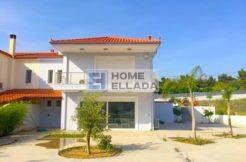 Лутраки с бассейном дом в Греции 175 м²